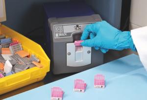 ELAB GuiaEtiquetado13 300x204 Guía Brady para el etiquetado en el Laboratorio